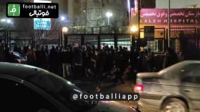 حضور هواداران پرسپولیس مقابل بیمارستان لاله