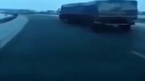 مهارت فوق العاده رانندگان خودروهای سنگین در جاده