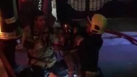لحظه نجات کودک گرفتار در آتش سوزی امشب  بولوار پیروزی مشهد