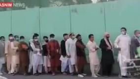 صف بستن افغانستانی ها برای دریافت ویزای ایران
