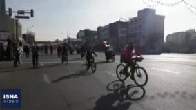 حضور دوچرخه سواران در مسیر راهپیمایی ٢٢ بهمن