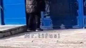 آویزان کردن  یک وعده غذا به درب باشگاه استقلال !