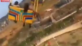 سقوط وحشتناک یک دستگاه بازی در شهربازی در چین