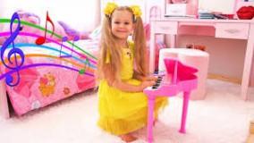 دیانا و روما ؛ دیانا با سازهای موسیقی کودکان بازی می کند