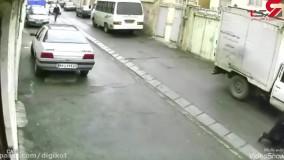 لحظه حمله به زن جوان تهرانی جلوی در خانه : مردان ماسک دار فرار کردند