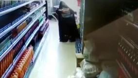 سرقت ٣ گونی برنج از یک فروشگاه توسط یک خانم