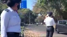 ویدئویی خاص از پلیس زن در هند