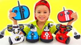 ولاد و نیکی با اسباب بازی ماشین ربات بازی می کنند