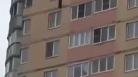 سقوط دختر 5 ساله از طبقه سیزدهم در سن پترزبورگ
