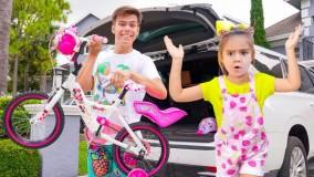 استیسی و میا ؛ خرید دوچرخه برای میا ؛ گاراژی پر از اسباب بازی برای استیسی و میا