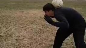 نگه داشتن توپ پشت سر