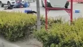 راننده آمبولانس ، مصدوم را زیر گرفت