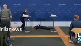 غش کردن خانم رئیس در کنفرانس خبری