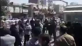 تجمع سهامداران مقابل ساختمان سازمان بورس