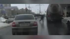 حظه خودکشی نافرجام یک مرد وسط خیابان