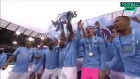 لحظه بالا بردن جام قهرمانی توسط سیتیزن ها