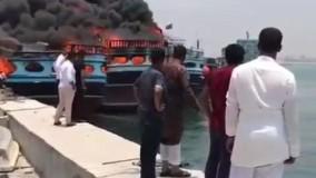 آتش سوزی لنج ها در اسکله نخل تقی عسلویه بوشهر