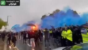 استقبال هواداران منچسترسیتی از اتوبوس تیم در بیرون ورزشگاه