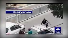 حمله یک فرد اسب سوار با شمشیر به مردم اصفهان