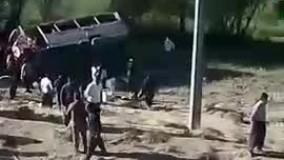 فیلم واژگونی مینی بوس انتخاباتی در دیواندره