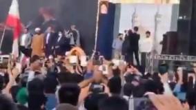 شعارهای توهینآمیز به دولت روحانی در حضور زاکانی