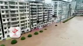 وقوع سیل وحشتناک در استان سیچوآن چین و تخلیه مردم از خانه هایشان