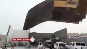 طوفان وحشتناک در هرمزگان سقف یک کارگاه را با خود برد !