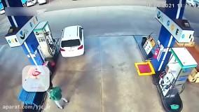 راننده فراموشکار پمپ بنزین را به آتش کشید