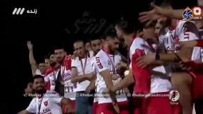 لحظه بالا بردن جام قهرمانی لیگ برتر توسط سیدجلال حسینی