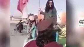 جمع آوری پرچم های عزاداری محرم به دست طالبان