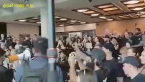 حمله معترضان واکسیناسیون اجباری به دفتر دیلی میل