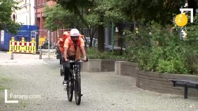 وزیری که با دوچرخه غذا به مشتریها میرساند