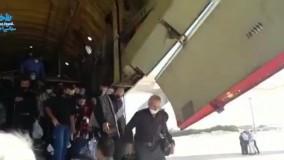 ویدئویی از خروج مسافران از پرواز پرحاشیه اربعین