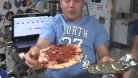 تصاویری از جشن پیتزا در ایستگاه فضایی